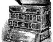 style louis XIII / (1610 - 1660) Le style Louis XIII, d'esthétique assez austère, naît du mélange de diverses influences artistiques étrangères. Ses formes massives et épurées sont assouplies par des décors en bois tourné ou sculptés de profondes moulurations. Le motif décoratif géométrique comme la pointe de diamant, les montants tors, les entretoises en H et les pieds en boule caractérisent bien le style Louis XIII.