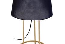 Lámparas de hierro y forja. / Lámparas de diseño dónde el principal componente es el hierro o la forja. Las pantallas se pueden encontrar con composiciones de poliéster, viscosa, vidrio y vetro italianos.