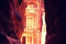 Петра. Город розового и красного камня, древний как само время. / Петра, часто называемая восьмым чудом древнего мира, несомненно, является главным сокровищем и наиболее популярной среди туристов достопримечательностью Иордании.