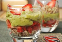 avocado strawberry quinoa parfait (vegan, gluten-free, sugar-free) / This recipe require only 5 ingredients and 5 minutes to put together. Free of processed ingredients, only whole plants.