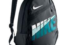 Ghiozdane de firma / Ghiozdane de firma pentru scoala, dar si pentru vacanta. O multime de rucsacuri de la Nike, Adidas sau Puma se pot cumpara ieftin online. Viziteaza acum: hainetari.com!