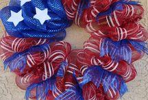 mesh wreaths / by Mariann Gissing