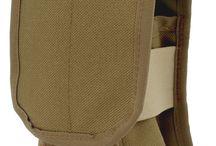 Granatentaschen / Nicht nur Munition für Gewehre oder Pistolen werden bei Polizei und Militär benötigt, sondern auch zahlreiche Granaten, wie Handgranaten, Rauchgranaten und 40mm Granaten für Granatwerfer. Damit auch diese immer griffbereit sind, bieten wir Lösungen von WARRIOR und ZentauroN an.