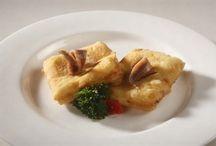 Lazio - Food and Wine / La cucina laziale è rappresentata in gran parte da quella romana, nella quale ci sono apporti di zone confinanti. La cucina laziale ha un'importante caratteristica: l'estrazione popolare. A Roma la cucina è di osterie, ricette fatte con cibi poveri. Malgrado questo la cucina è soggetta a grandi mangiate :)