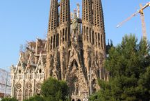Barcelona / Barcelona, the capital of Catalonia, is one of the most popular tourist destinations in Europe. The city combines modern and historic architecture in a unique way.