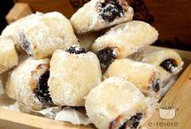 Romanian/European cakes/cookies/sweets / by Teodora Nutas
