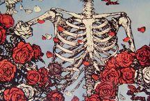 esqueletos con flores