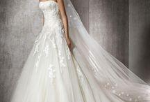 HALIVERT - hercegnős menyasszonyi ruha a Rosabella Szalonban