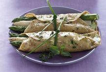 I germogli più famosi / Bianchi, verdi o violetti, coltivati o selvatici, gli asparagi sono sempre ottimi. Combiniamo il loro sapore molto personale insieme ad altri ingredienti di stagione, per realizzare gustosi piatti vegetariani