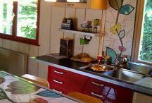 mesa de madera y mosaico