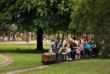parcs infantils / parcs infantils amb gronxadors, circuits mini trenets, activitats per a nens, zones verdes...