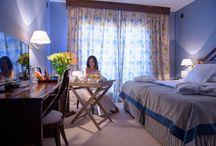 """Habitaciones del Hotel / Todo tipo de habitaciones. Amplias, con todas las comodidades. Pantalla plana de 32"""" y 42"""", minibar, amenities..."""