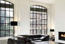 Wonen / Wonen in de breedste zin van het woord. Grote open woonkamers, binnen/buiten leefruimtes en knusse, gezellige zithoekjes!