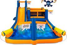 Castillo hinchable Pirata multijuego / Este castillo hinchable infantil destaca por su original diseño basado en el aspecto de un barco pirata. Este completo modelo ofrece una gran piscina, dos cañones de agua, una zona de juego, un tobogán con surtidor de agua, un túnel secreto y una pared de escalada.  http://www.castilloshinchablessaltofeliz.com/producto/rque-hinchable-bah--a-pirataRefOCA2761