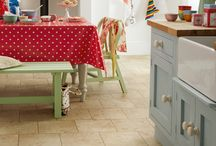 Colonia Cottage Yorkstone Kitchen - recreate the look / The Cottage Yorkstone design from our Colonia vinyl flooring range perfectly replicates the look of natural granite for bringing a touch of rustic charm to your home.