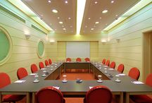 Conferences / We provide renovated, functional and well equipped meeting rooms for all your business and social needs. Our professional spirit and flexibility is at your disposal to organize an impeccable event.