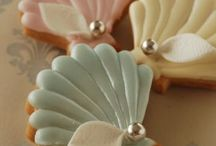 Summer Cookie Decorating / Ideas for cookie decorating  Beach icing decorated cookies, summer wedding's icing decorated cookies, flowers icing decorated cookies, cookie decorating tutorial, royal icing cookies, royal icing cookies tutorial