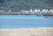 Praia de Canasvieiras / Fotos da Praia de Canasvieiras onde estão localizados os nossos hotéis, que ficam no máximo a 100m da praia.  Canasvieiras é uma praia de Florianópolis localizada ao norte da ilha, próximo a Jurerê, Praia Brava, Cachoeira do Bom Jesus e Ingleses.