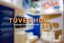 EXHIBITION BOOTH: TUVES HD / Desarrollo, diseño, construcción e instalación de espacio  Cliente. Tuves HD Evento. Andinalink  Lugar. Centro de Convenciones de Cartagena