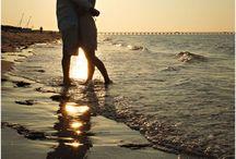 beach photography / Beach photography, beach photo shoot, photo session ideas for the beach, beach portraits, family beach photography, by the shore, photos at the beach
