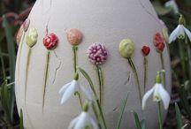 Paasei met bloemen