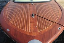Kral / Kral 700 Classic. Beautiful boats inspired by the famous Riva design.