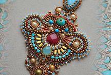 Ожерелья, колье и прочие украшения из бисера