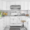 Kitchens / by Comeka Earl