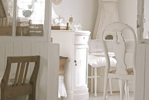 gorgeous, girly rooms!