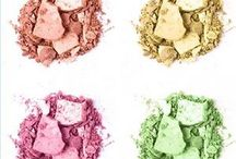 How to Use Luster Dust / Decorating techniques for using luster dust to decorate cake, cupcakes, cake pops, truffles and more. Our new line of luster dust is FDA approved for consumption and made in the USA! Stop by to check out all the colors available: http://bit.ly/2d9H4NI