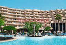 Lanzarote / Znajdziesz tu najpopularniejsze oraz najlepsze hotele na Lanzarote polecane przez Travelzone.pl. The most popular hotels on Lanzarote Island.