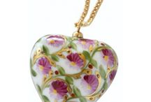 Handmade Jewelry for Valentine's Day / Discover Limoges France Jewelry porcelain, hand painted and gilded with fine gold. Customize your jewelry with initials painted in gold. Unique gifts for Valentine's Day! to offer or afford.