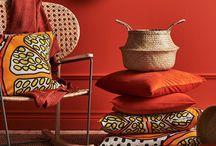 Décoration berbère / ethnic / Mêlant objets rapportés de voyage, meubles chinés et esprit récup', le style ethnique / berbère est pile dans l'air du temps ! Ultra tendance, il prend pourtant sa source dans des horizons lointains. Il les fait entrer dans nos pièces, s'inspire aussi bien de l'Afrique, de l'Asie, de l'Inde, de leur affection commune pour les couleurs chaudes évoquant la terre, les matériaux nobles et naturels et surtout les savoir-faire ancestraux. #teinturetextile #teinturesideal #berbere #ethnic