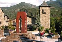 Andora / Το Πριγκηπάτο της Ανδόρρας (καταλανικά: Principat d'Andorra, γαλλικά: Principauté d'Andorre, ισπανικά: Principado de Andorra) είναι ένα πολύ μικρό κράτος, αποκλεισμένο από τη θάλασσα. Βρίσκεται στη νοτιοδυτική Ευρώπη, στα ανατολικά Πυρηναία, μεταξύ Γαλλίας και Ισπανίας