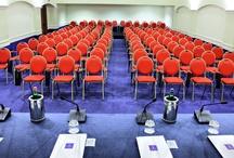 Congressi - Meeting / Lloyd's baia Hotel possiede 7 sale congresso, capaci di accogliere da 10 a 300 partecipanti. Il Complesso si raggiunge in pochi minuti dall'uscita dell'Autostrada e alla stazione di Vietri sul Mare ed è vicinissimo alla stazione ed al porto di Salerno. / by Lloyd's Baia Hotel