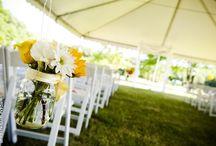 14 sposobów na ślub i wesele w stylu rustykalnym / Pary młode coraz częściej decydują się na wesele w stylu rustykalnym. Czym do ślubu? Jakie zaproszenia ślubne wybrać? Czy odpowiedni okaże się wianek dla panny młodej? Kwiaty polne w bukiecie ślubnym? Zobacz dekoracje ślubne vintage, wesele w stylu wiejskim, country dodatki! #ślub #wesele #wiejskie #rustykalny #country #pannamłoda #panmłody #bukiet #kwiaty #wianek #wóz #inspiracje #wedding #ideas #bride #living #rural #village #rustic #style #church #car #cart #flowers #bridal #inspiration