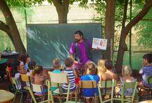 Campamento de verano / Hemos acondicionado una de las zonas del jardin junto a las casas, a modo de pequeño parque campamento para que los niños puedan estar vigilados y a la vista de sus padres mientras estos preparan la barbacoa junto a la alberca.