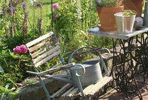 Tuinsetje / Combi Franse stoeltjes met naaimachine tafeltje voor op balkon