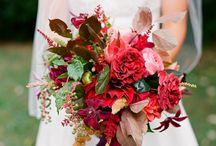 Czerwone bukiety ślubne