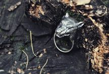 Black Silver Wolf Ring