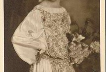 Grete Reinwald / Grete Reinwald (May 25, 1902 - May 24, 1983) was a German stage and film actress. She was Edwardian girl child in so many pictures.