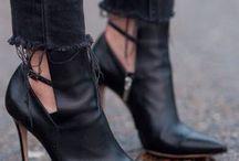 I shoe-shoe-shoes you / My happy feet / by Alexandra Manahan