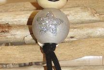 porte clé en perles de bois peintes à la main