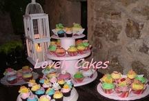 Cupcakes  / Cupcakes decoradas a tu gusto. Te encantarán! Diseños exclusivos para dar un toque especial en vuestra boda, bautizo de vuestros hijos, la primera comunión, cumpleaños, aniversarios o cualquier ocasión que celebrar. Son perfectas como complemento a las tartas con la misma temática, para reuniones en familia, de amigas... ¿recuerdas los desayunos de Sexo en Nueva York? Más información en www.tartasypasteles.com o envíanos un email a info@tartasypasteles.com