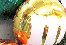 M&M's / Imagine fazer uma festa do M&Ms com balões personalizados. Isso mesmo tanto bexigas personalizadas como balões metalizados foi isso que a Balão Cultura fez.