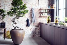 Styling - planten en bloemen, plantenbakken en vazen in het interieur / Planten en bloemen, plantenbakken en vazen in het interieur. Voor interieuradvies en stylingadvies, neem vrijblijvend contact op met margrietvaneijk.nl of 06 246 346 29