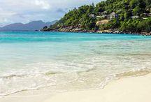 As praias mais bonitas / As praias mais bonitas no Brasil e no mundo. Uma referência para escolher as melhores praias para passar as férias. Praias para lua de mel, praias para ir em família e as praias paradisíacas no mundo. By Adriana Lage
