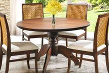 Sala de jantar / A sua sala de jantar merece um móvel de madeira com estilo rústico. Eles vão encher o ambiente de charme e elegância.