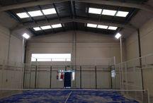Nogalpadel, proyectores de led en pista de pádel Indoor / Proyectores de led de 150w en pistas de pádel indoor del Club Nogalpadel. 68% de ahorro energético y un 18% más de luz. http://www.luzledproyectos.com/proyectores-de-led-en-pista-de-padel-indoor-nogalpadel/