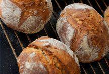 Brot, Brötchen, Baguettes - frisch aus dem Backofen